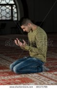 Mulim man praying
